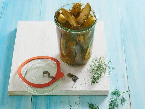 Przepis: Słodkie pikle - ogórki w occie z miodem i chili