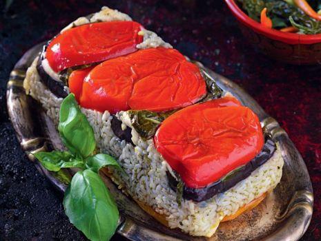 Przepis: Pieczone warzywa z ryżem i kozim serem