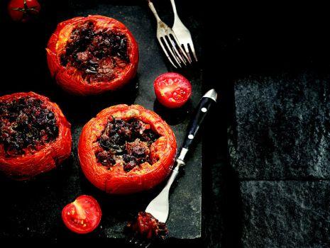 Przepis: Pomidory z farszem z bakłażana