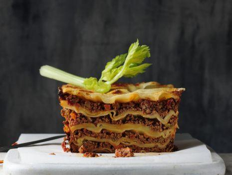 Przepis: Lazania z sosem  bolońskim