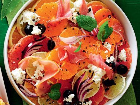 Przepis: Cytrusowa sałatka z szynką