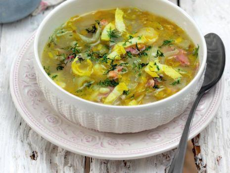 Przepis: Zupa cykoriowa z wędzonym boczkiem i gałką muszkatołową