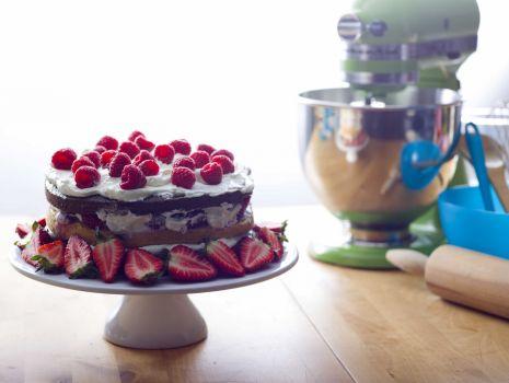 Przepis: Tort czekoladowy z owocami