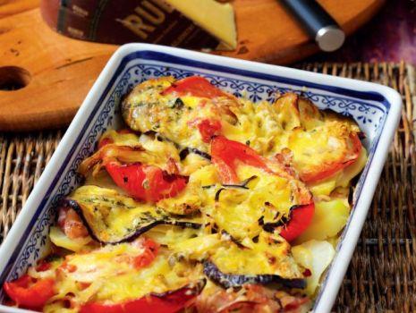 Przepis: Zapiekanka ziemniaczana z warzywami