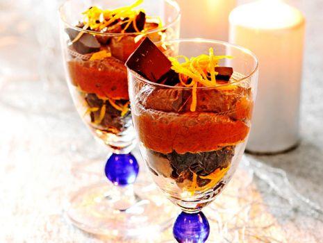 Przepis: Piernikowy mus czekoladowy z suszonymi śliwkami