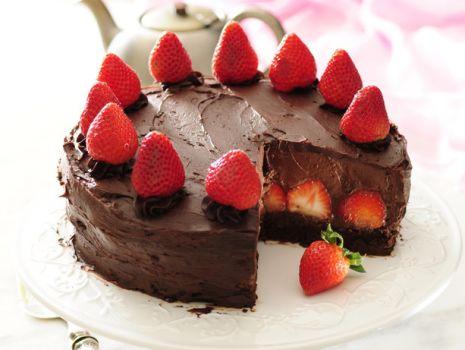 Przepis: Tort ganache z musem truskawkowo-czekoladowym