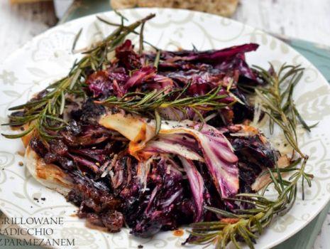 Przepis: Grillowane radicchio ze słodkim balsamico i parmezanem