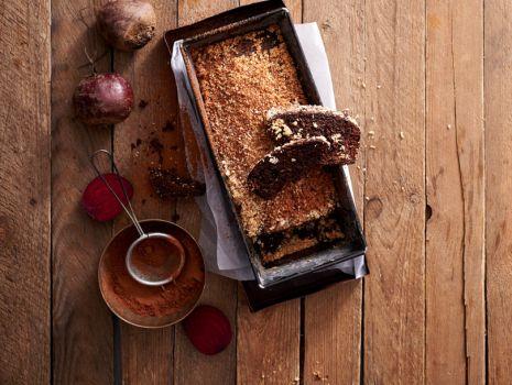 Przepis: Ciasto kakaowe z burakami i kokosową kruszonką