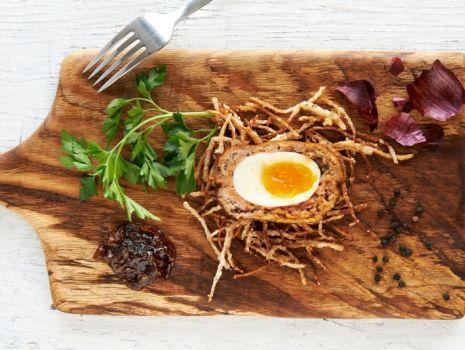 Przepis: Scotch eggs z marmoladą z cebuli