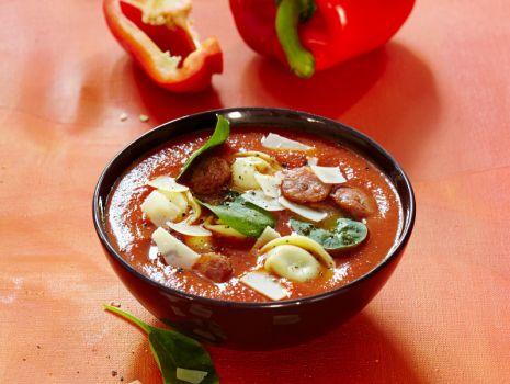 Przepis: Zupa paprykowa ze szpinakiem i tortellini