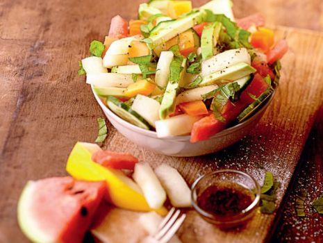 Przepis: Sałatka z awokado, papają i miętą