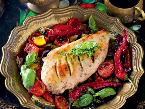 Przepis: Filety z kurczaka z pesto i ratatują