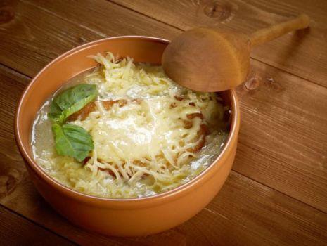 Przepis: Klasztorna zupa cebulowa