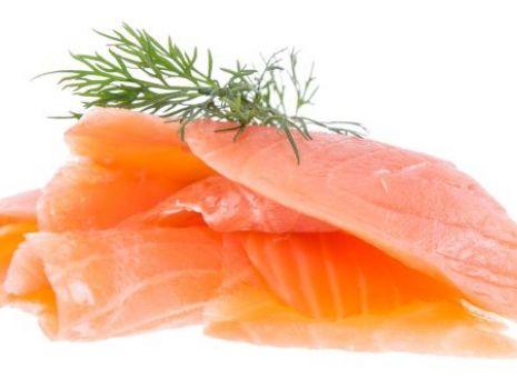 Przepis: Paczuszki z łososia