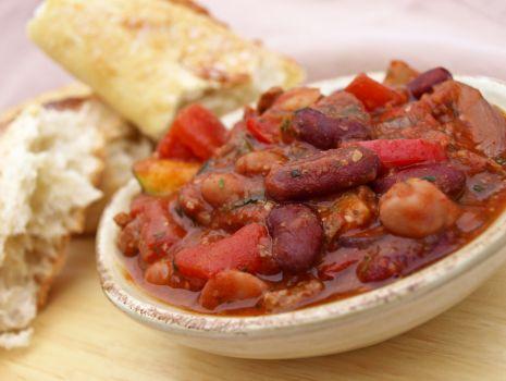 Przepis: Pikantna zupa z fasolą