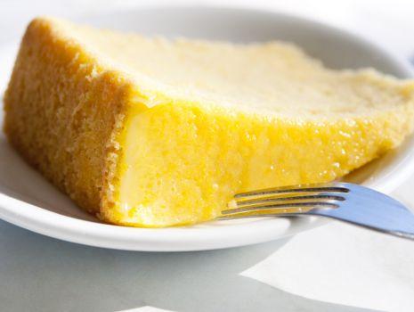 Przepis: Tort de lamaie – ciasto cytrynowe