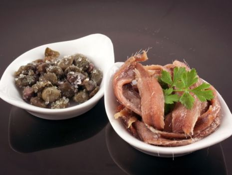 Przepis: Sałatka z anchois i kaparami
