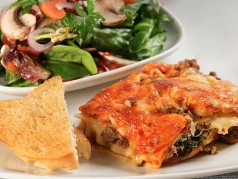 Przepis: Lasagne z mięsem i szpinakiem