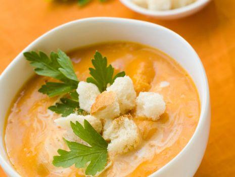 Przepis: Rozgrzewająca zupa z dyni na jesienne wieczory