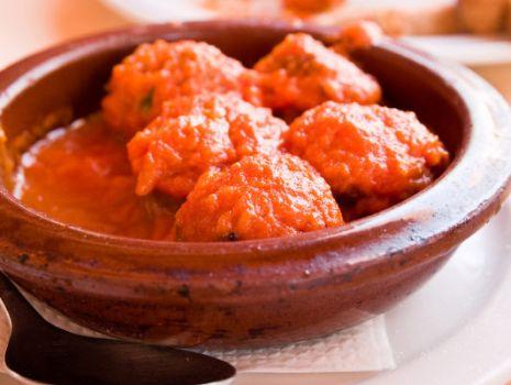 Przepis: Klopsiki w sosie pomidorowym
