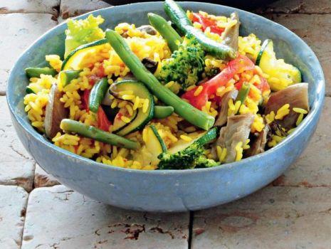 Przepis: Szafranowy ryż z warzywami
