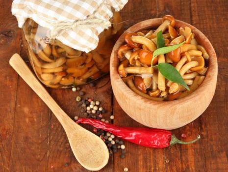Przepis: Grzyby marynowane z chili