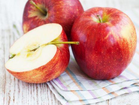 Przepis: Zapiekanka z morszczukiem i jabłkiem