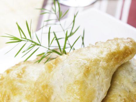 Przepis: Różki francuskie z serem feta
