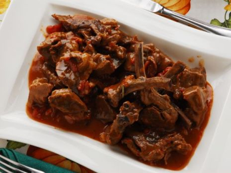 Przepis: Spezzatino d'angello – jagnięcina w ziołach