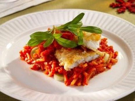 Przepis: Ryba z warzywami w pomidorach - ryba po grecku