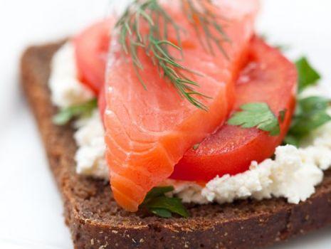 Przepis: Sandwich z łososiem