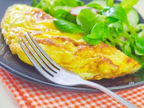 Przepis: Omlet z cukinią i tuńczykiem