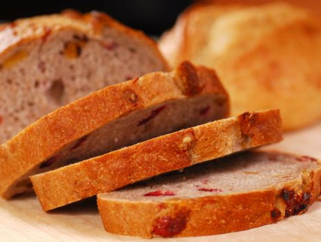 Przepis: Chleb z żurawiną i orzechami