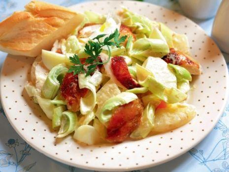 Przepis: Sałatka z jajkiem i winogronami