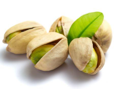 Przepis: Szybki torcik z pistacjami i śmietaną