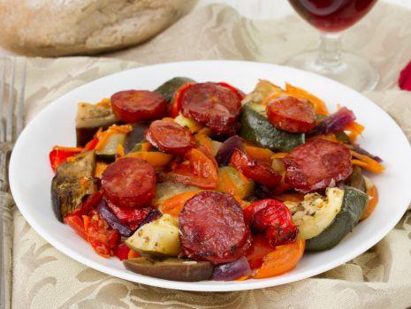 Przepis: Parówki smażone z warzywami