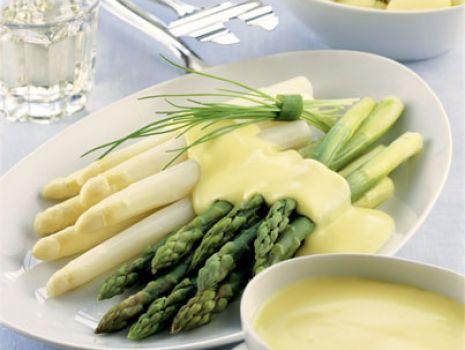 Przepis: Szparagi z wody z sosem holenderskim
