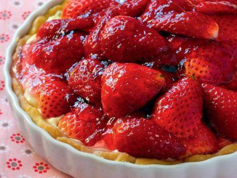 Przepis: Tarta waniliowa z truskawkami
