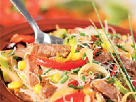 Przepis: Makaron ryżowy z wołowiną