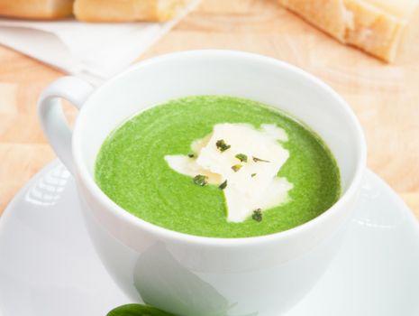 Przepis: Zielona zupa z parmezanem