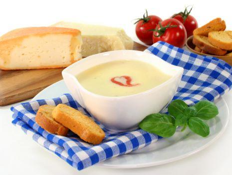 Przepis: Kremowa zupa serowa