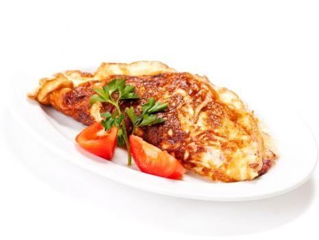Przepis: Omlet serowo-ziołowy