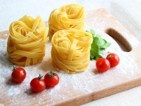 Przepis: Pappardelle z pomidorami
