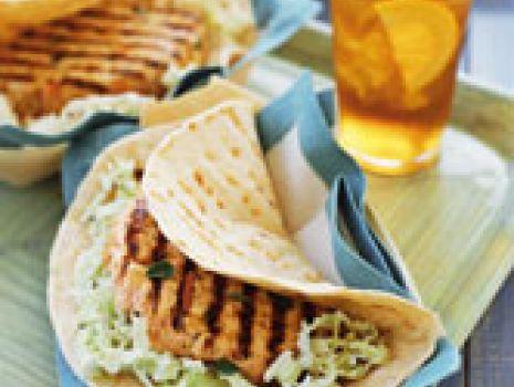Przepis: Tortilla z kurczakiem i kapustą pekińską