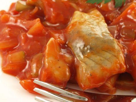 Przepis: Potrawka rybna w pomidorach
