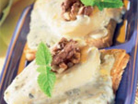 Przepis: Tost z serem pleśniowym