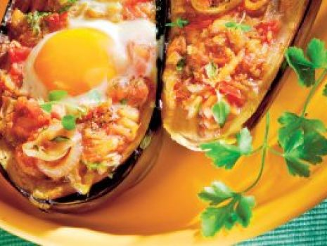 Przepis: Bakłażany  faszerowane z jajkiem