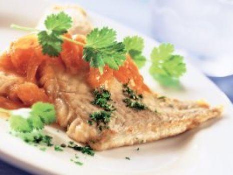 Przepis: Ryba z mirabelkami