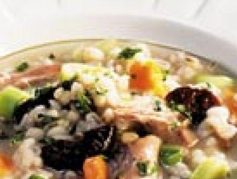 Przepis: Zupa z suszonymi śliwkami