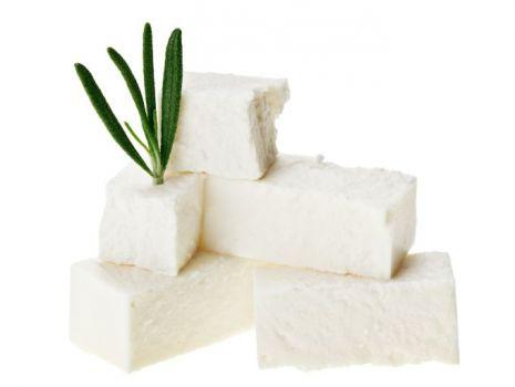 Przepis: Mus z sera koziego na sałatach